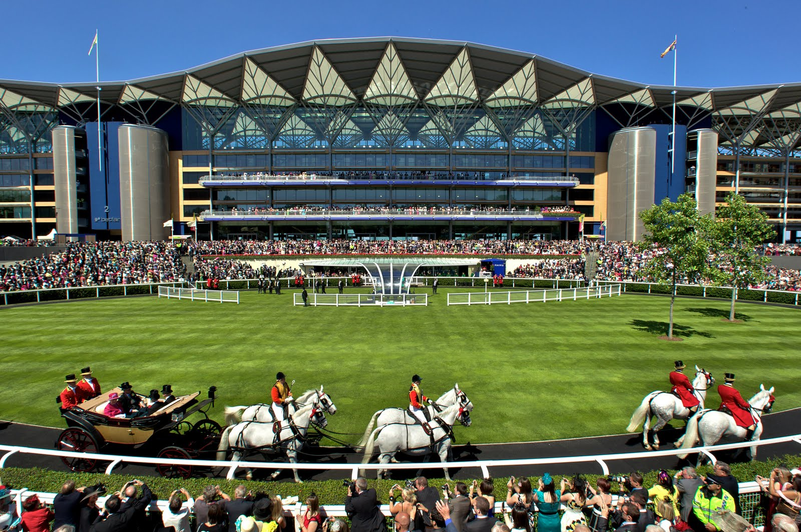 ASCOT-ROYAL-PROCESSION